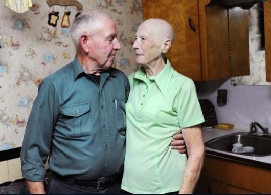 尽管身患绝症,但拉奇(Violet Large)夫妇依然很恬淡幸福