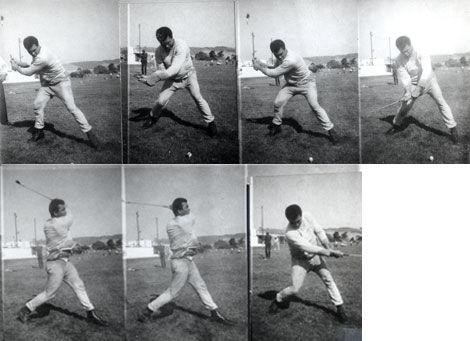 1973年,阿里练习高尔夫球挥杆