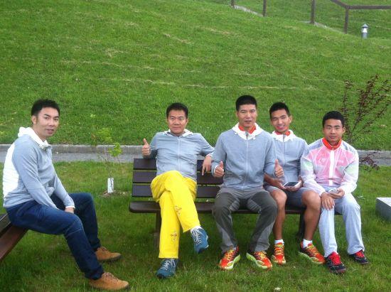 中国五名跑者赴法国安纳西参加86公里越野跑赛事,SN提供了选手服装。