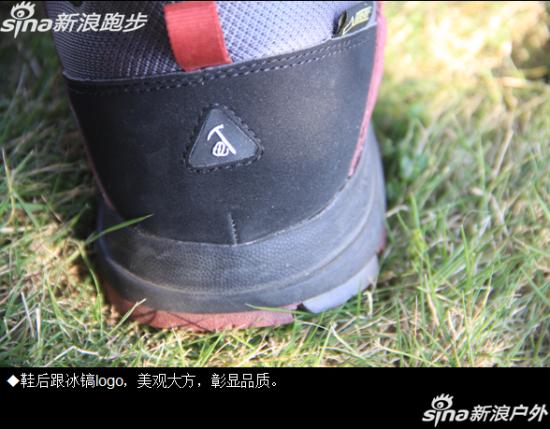 鞋后跟冰镐logo,美观大方。