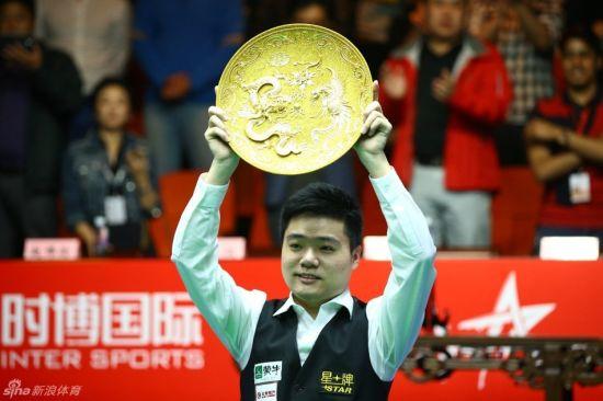 丁俊晖单赛季5冠收官登顶世界第一