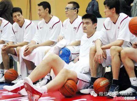 姚明在国家队穿锐步球鞋