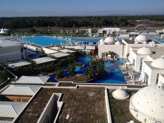 (Titanic Hotels配备奥林匹克游泳池,和传统的土耳其浴室)