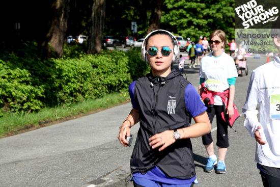 周笔畅率领跑团挑战温哥华马拉松。