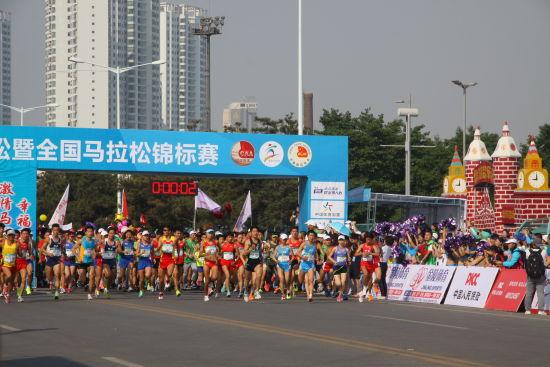 2015秦皇岛马拉松激情开跑 跑团齐聚盛况空前