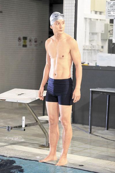 吴彦祖为拍戏坚持每天跑步瘦身27斤。