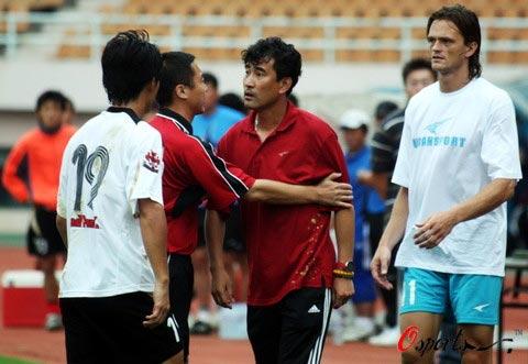 纪玉杰成为09赛季下课第一人殷立华重新执掌海利丰