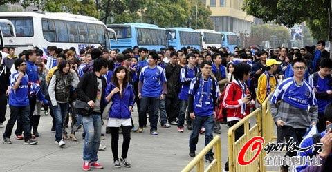 图文-[中甲]中邦3-3广州恒大球迷前来助威