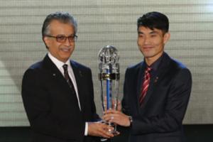 郑智夺亚洲足球先生范志毅后时隔12年再获此荣誉