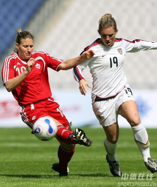 图文-[女足]美国4-0加拿大 安妮罗德里格斯带球突破