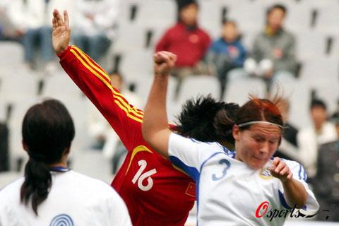 图文-[四国赛]中国2-0胜芬兰刘亚莉头球破门瞬间