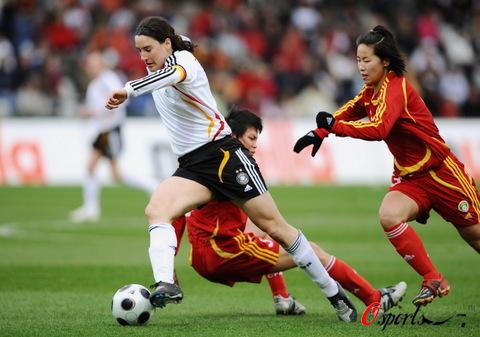 图文-[女足热身赛]女足0-2德国普林茨突破马力足