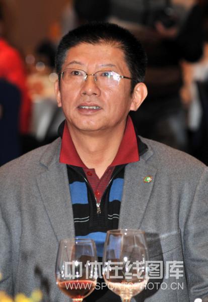 图文-玫瑰碗之战十周年纪念活动杨一民微笑示意