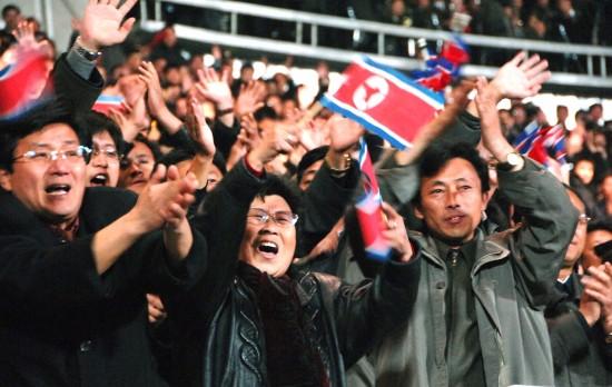 足球世界杯预选赛-朝鲜1 0胜日本 球迷在比赛中助威