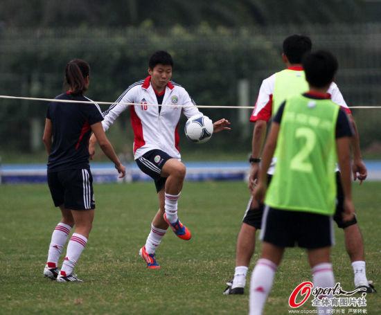 马晓旭玩网式足球