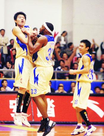 邯郸豹龙歌舞团-本报新世纪随队记者 王毅   2005/2006赛季,贵为联赛亚军的江苏在东