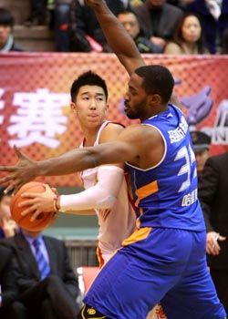 上海胜八一止客场6连败哈里斯末节发力击败对手