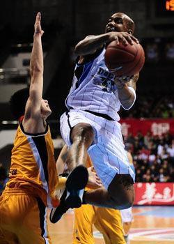 马布里14+7朱彦西外线爆发北京胜广厦2比0握赛点