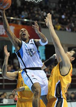 马布里爆发砍52+10+7北京完胜山西总比分1-1平