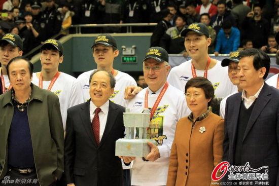 CBA总决赛广东4比0横扫山东拿下总冠军