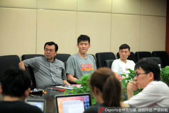 周鹏和刘炜参加了篮协的通气会