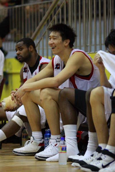 图文-北京奥神2月24日赛况为队友表现感到高兴