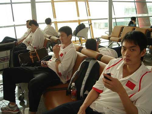 图文-中国男篮开始热身之旅广东两将静待大战