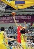 图文-[钻石杯]中国男篮VS澳大利亚 刘炜空中飞跃