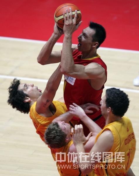 图文-[热身赛]中国87-67澳洲明星易建联霸气十足