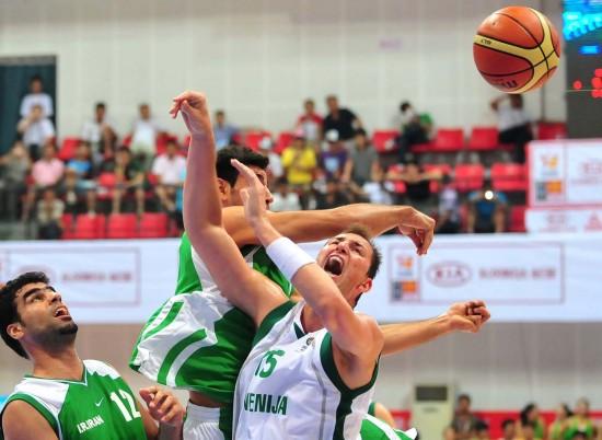 图文-[斯杯]斯洛文尼亚107-74伊朗篮下肉搏