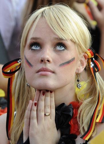 欧洲杯16国顶级美女大盘点:金发娇娃魅力无穷