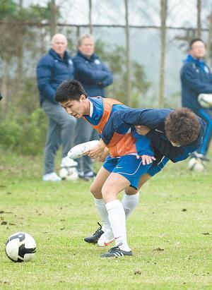 国奥小将试训泰达出丑:防守踩伤外援解围打飞皮球