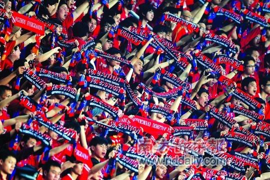 给力的广州球迷。