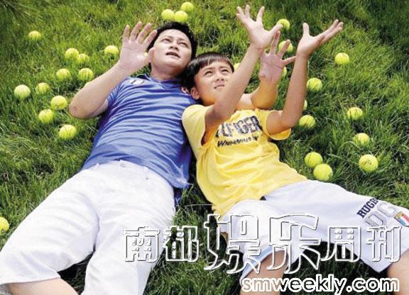 李承鹏在博文里贴出与儿子在一起的照片,尽显温情。