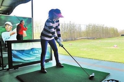 高尔夫球高而不贵爱好多北京北苑住民试打高尔夫