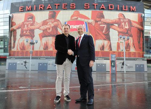 PUMA首席执行官Bjoern Gulden与阿森纳俱乐部首席执行官Ivan Gazidis