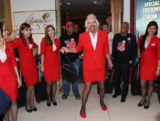 维珍空姐不再化妆_维珍航空老板布兰森男扮女装亚航空姐