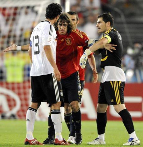 巴拉克一场竟参与两次冲突主裁判吹掉德国队点球?