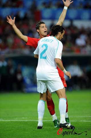 图文-[欧洲杯]葡萄牙VS土耳其小小罗向裁判求救