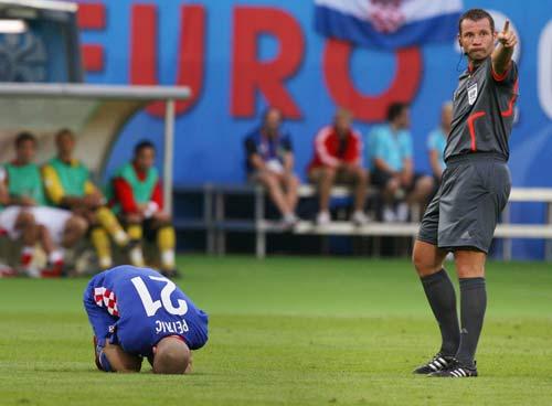 图文-[欧洲杯]奥地利0-1克罗地亚裁判看不过去了