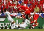 图文-[欧洲杯]捷克队VS葡萄牙队禁区里形成混战