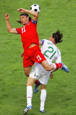 图文-[欧洲杯]捷克VS葡萄牙乌伊法鲁西争顶头球