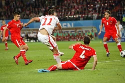 图文-[欧洲杯]奥地利VS波兰萨加诺夫斯基吸引防守