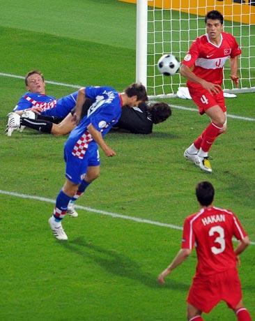 图文-[欧洲杯]克罗地亚VS土耳其禁区头球欠缺准星