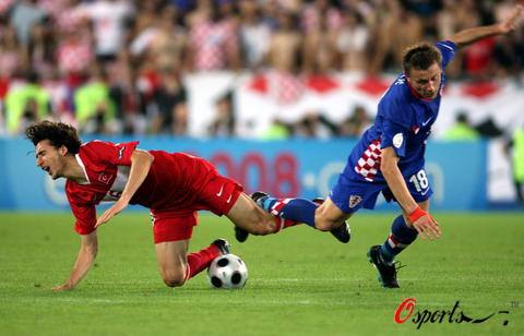 图文-[欧洲杯]克罗地亚VS土耳其两人还舍不得分开