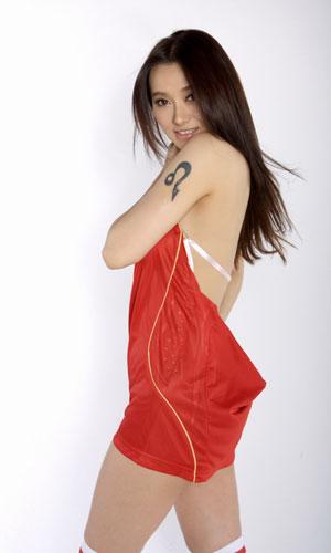图文-美女爱戴为西班牙助威热情奔放舞动激情