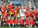 图文-西班牙队夺得欧洲杯冠军斗牛士大团结
