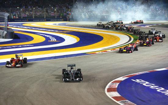 汉密尔顿杆位发车夺冠,并反超队友领跑车手积分榜