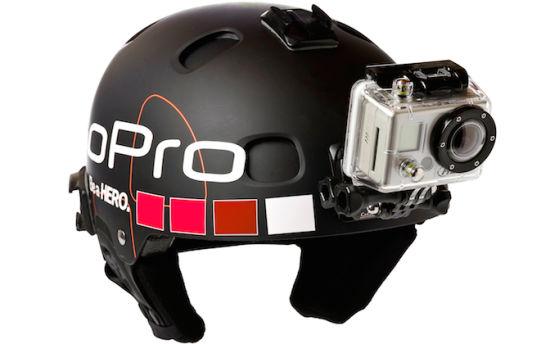 携带摄像机GoPro的滑雪头盔设备