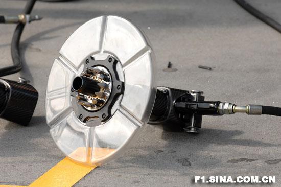 图为迈凯轮专门用于更换轮毂盖的特制气动扳手. 【】图片